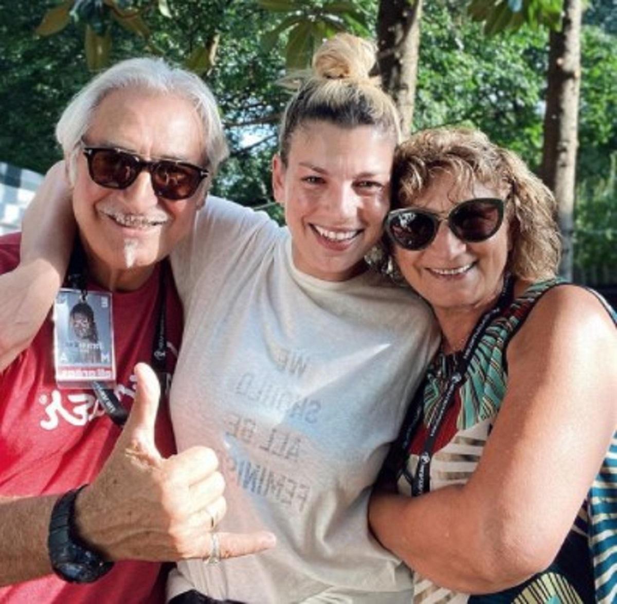 Emma Marrone vacanza estate mamma e papà