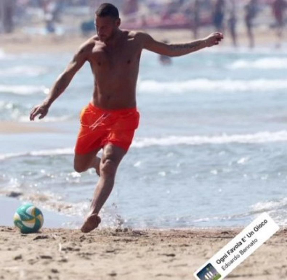 Francesco Totti foto spiaggia calcio partita figlio