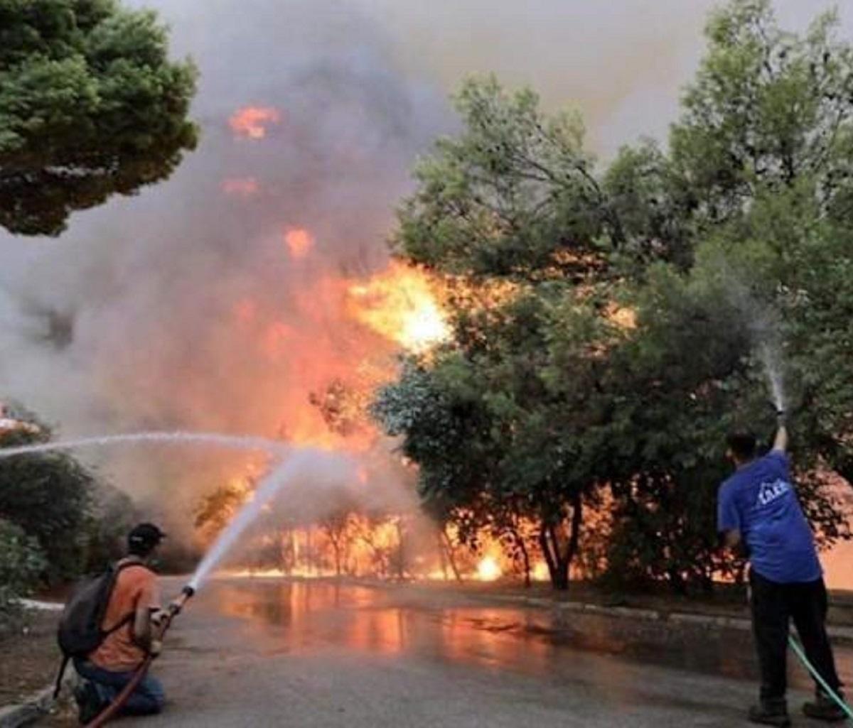 Grecia incendi video evacuazione traghetti