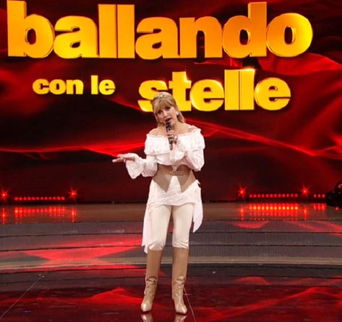 Milly Carlucci Slittamento Inizio Ballando con le stelle 16 Ottobre