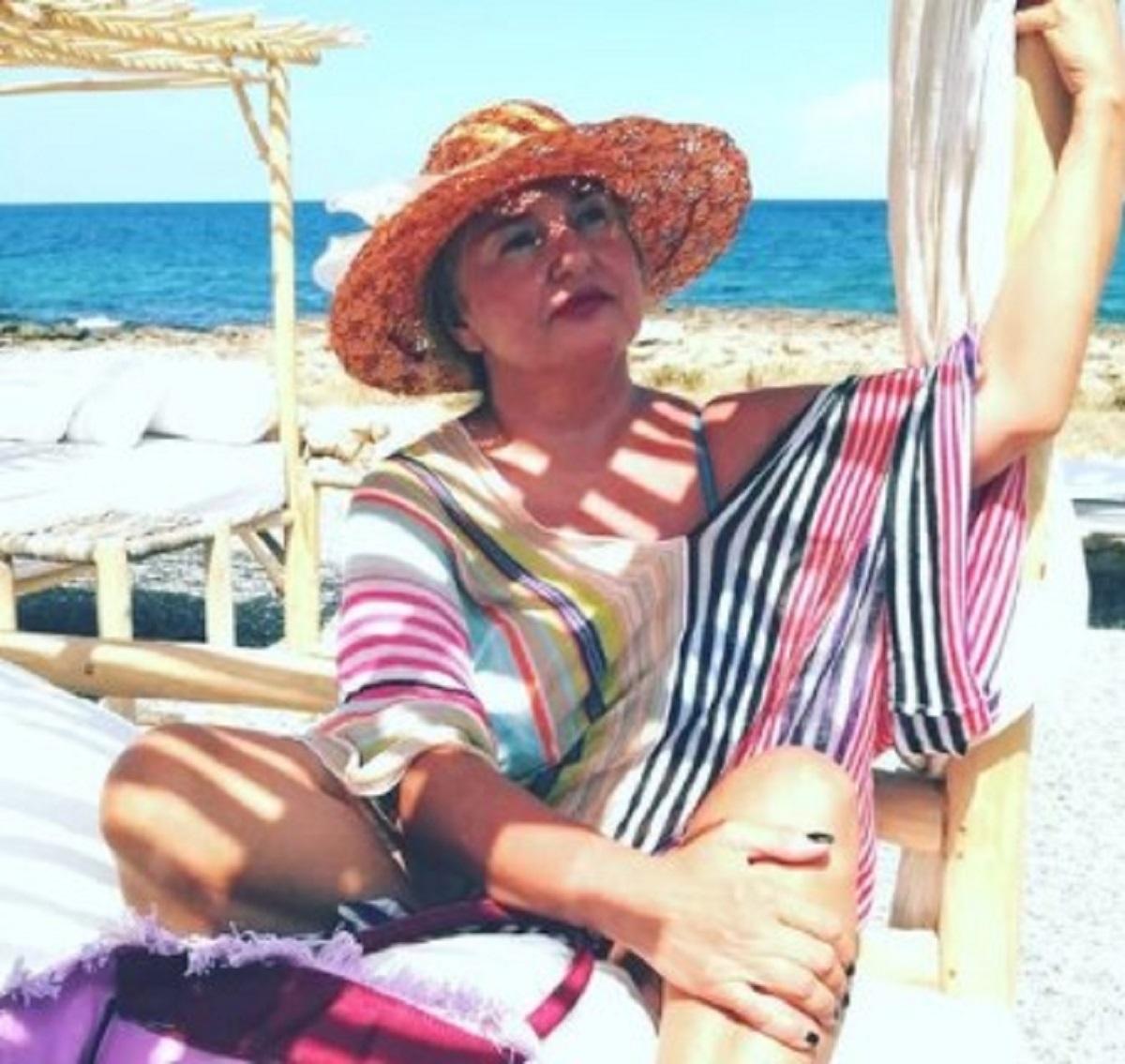 Monica Setta foto vacanza bikini sorpresa fan