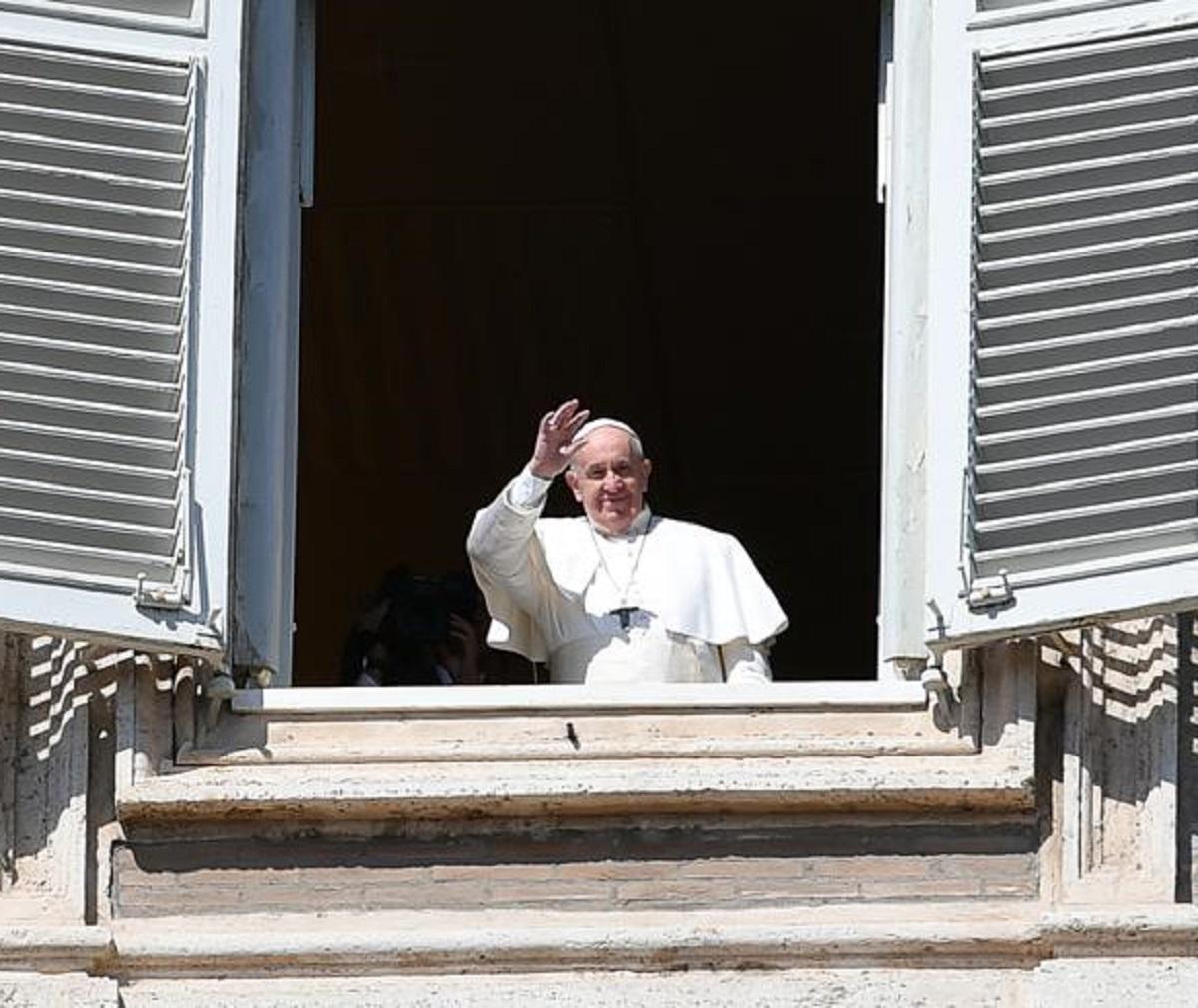 Papa Francesco racconto malattia infermiere vita salva