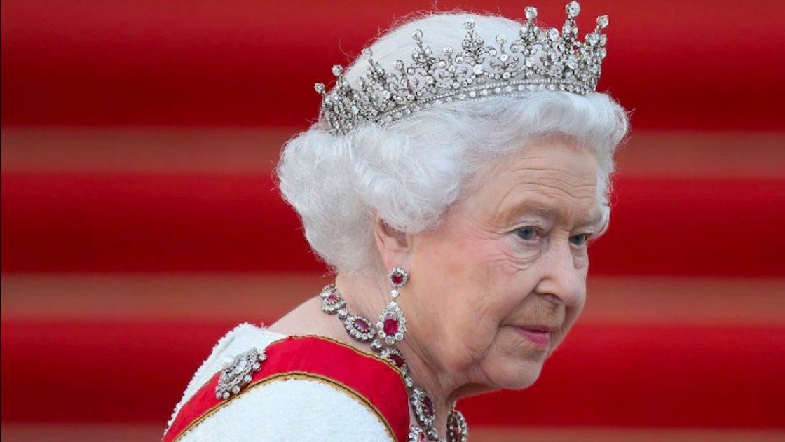 Harry e Meghan Markle, la Regina Elisabetta è furiosa: la scelta sugli ex reali