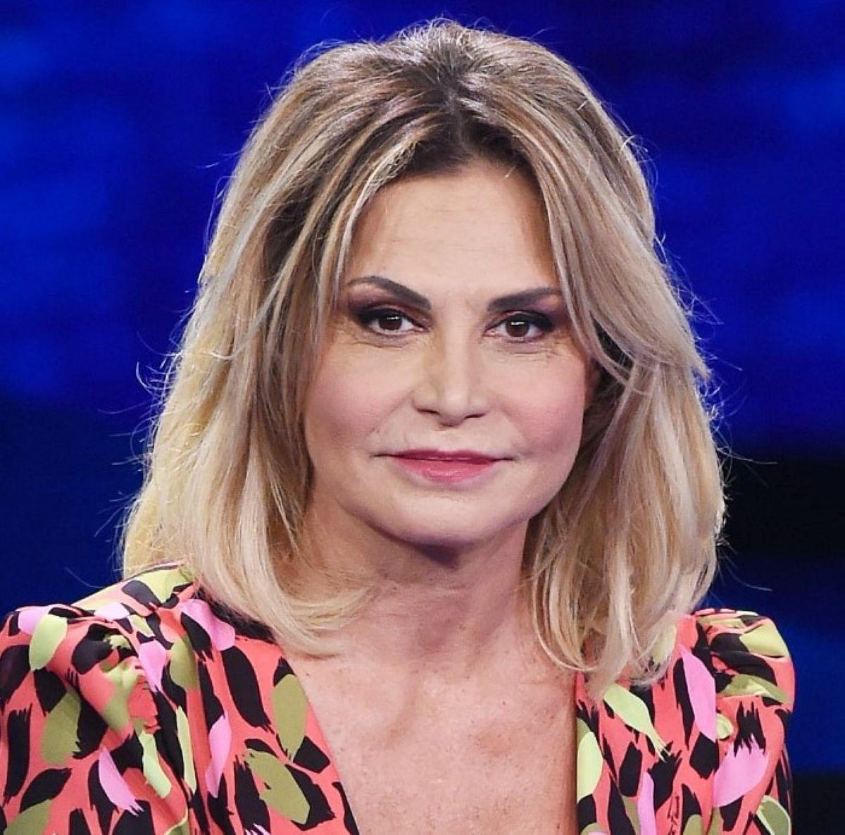 Simona Ventura Paola Perego Citofonare Rai2 Rimandato Ottobre