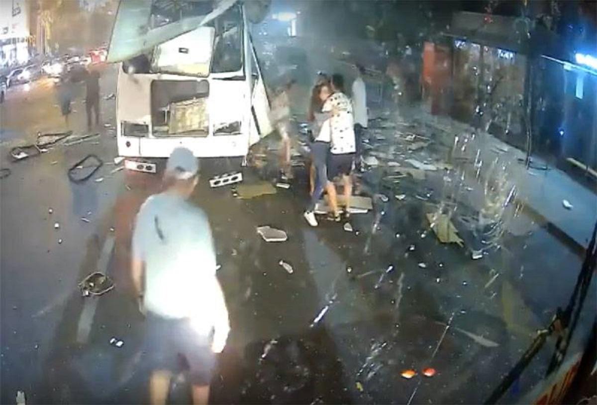 esplosione bus