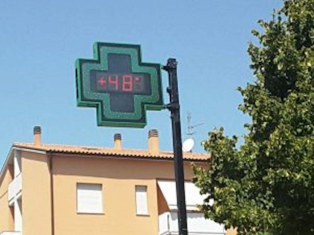 calore estremo italia 48 gradi