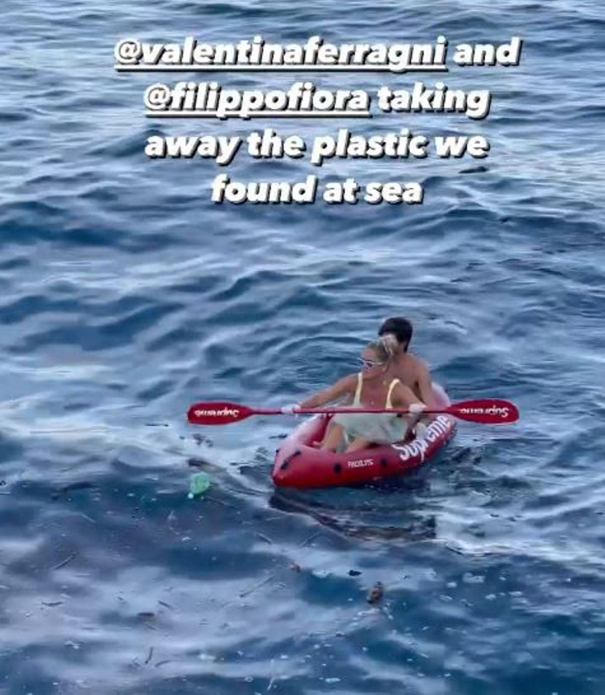 valentina ferragni raccoglie plastica in mare