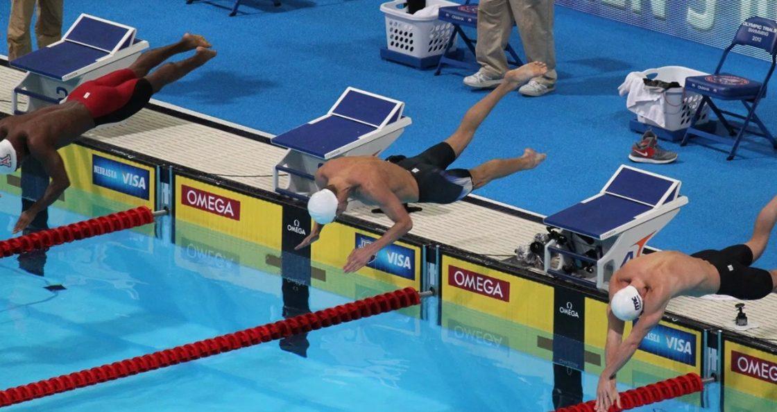 nuotatore olimpiadi leccami pinne