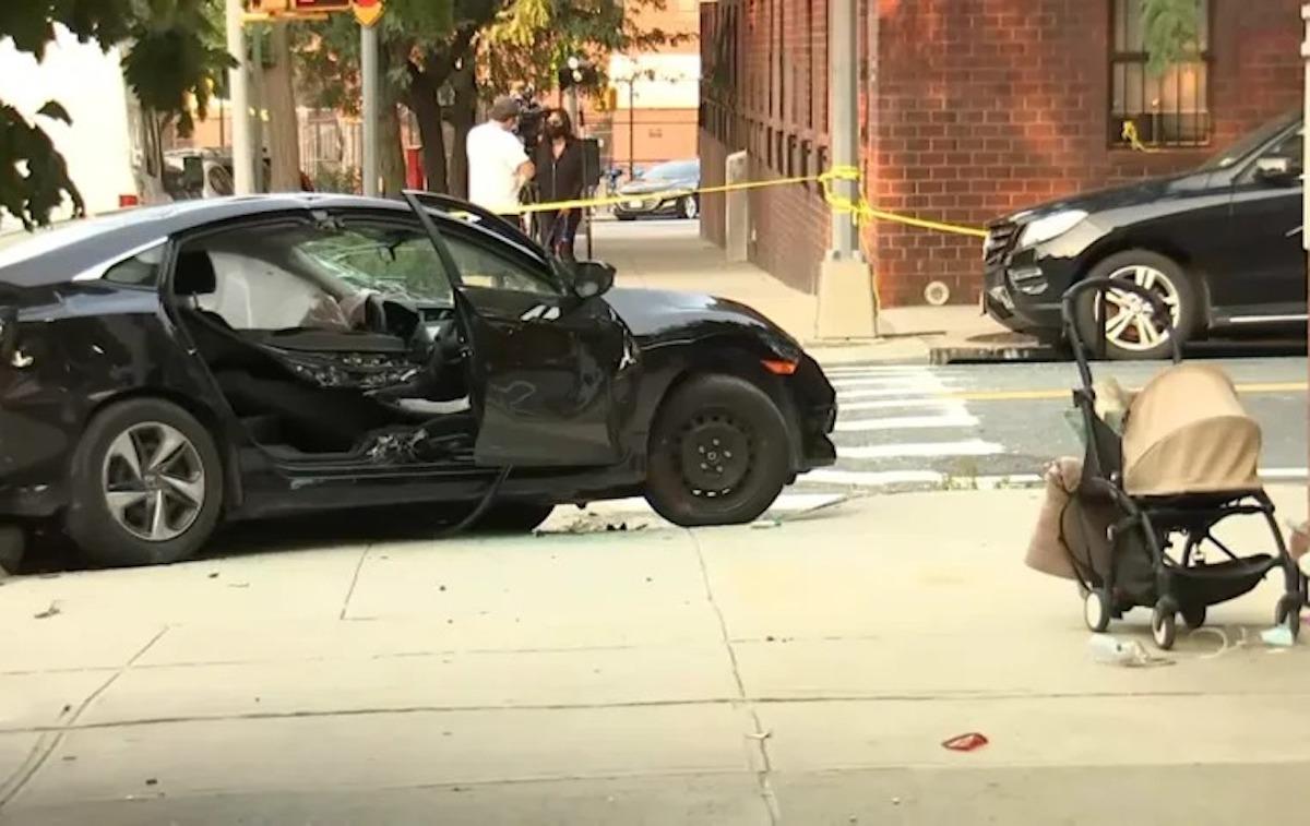 Hartford incidente auto pensilina bus