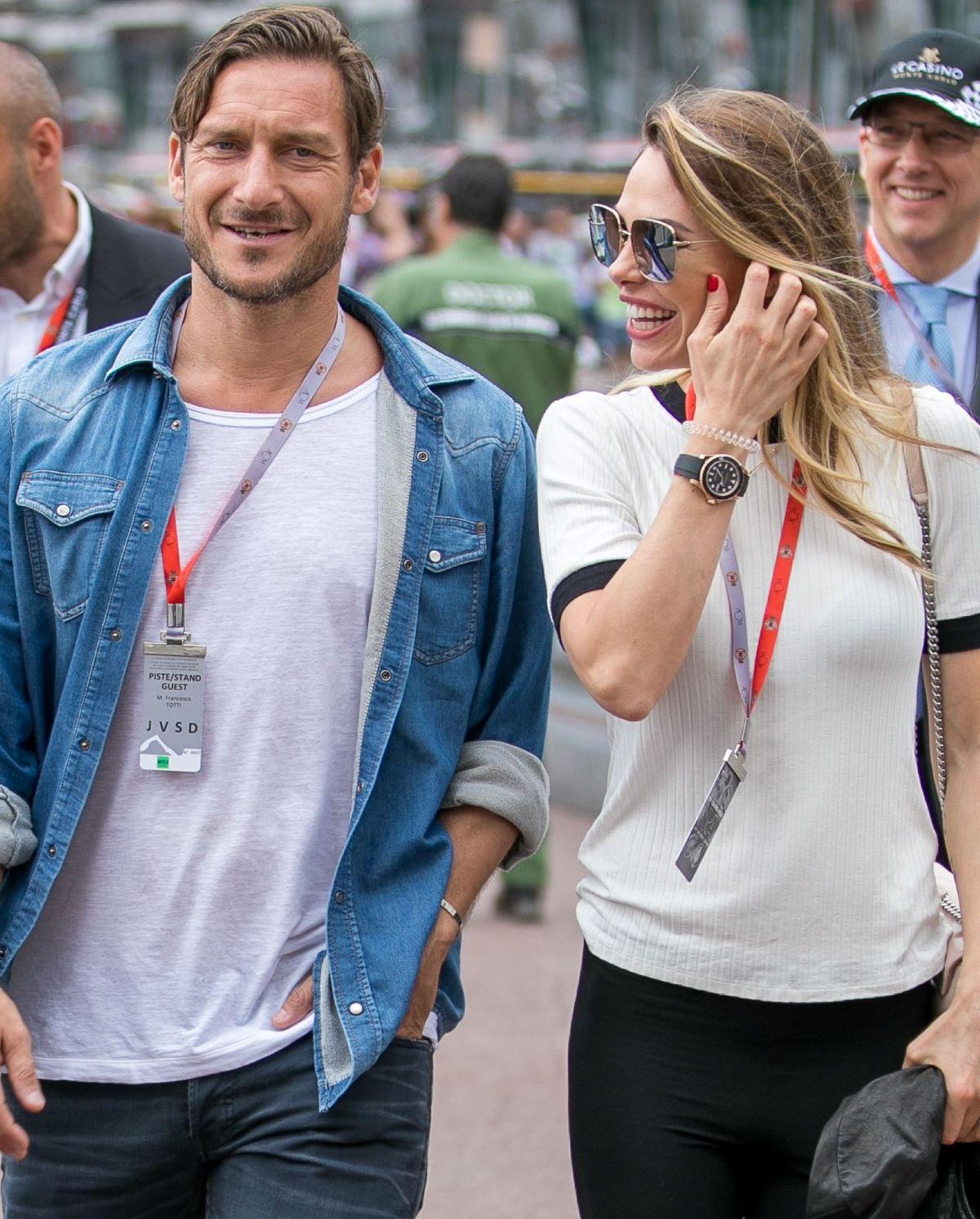 Francesco Totti Ilary Blasi Nessuna Crisi Insieme Francia Disneyland