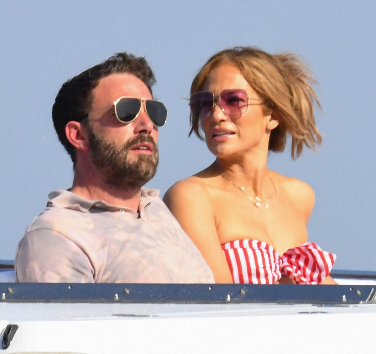 Jennifer Lopez Festival Venezia gaffe abito cartellino