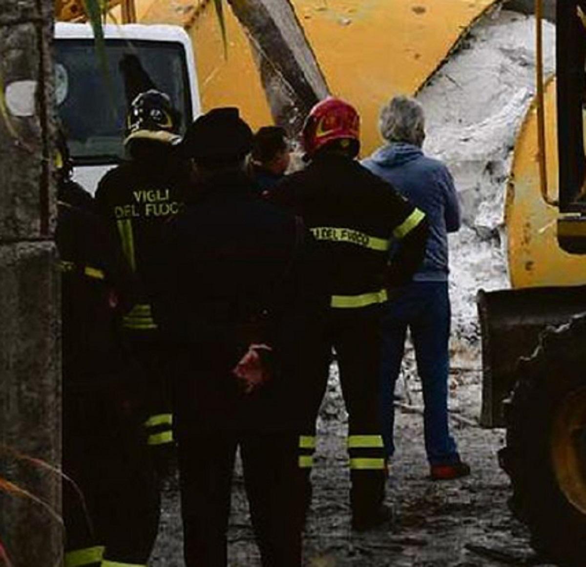 Lecce Fabio Sicuro 39 anni operaio morto incidente solaio