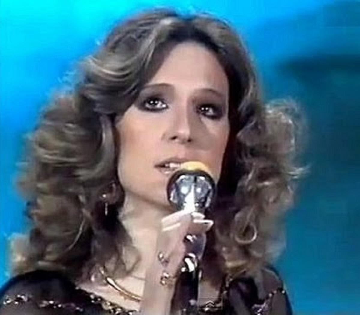 Loretta Goggi esibizione Maledetta Primavera critiche addio social