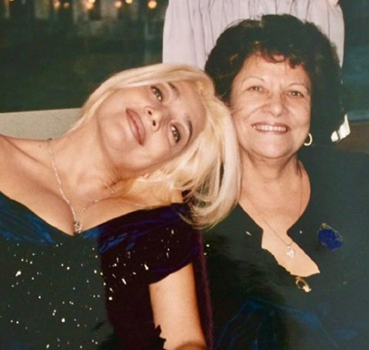 Mara Venier ricordo mamma Elsa morta regalo tazza
