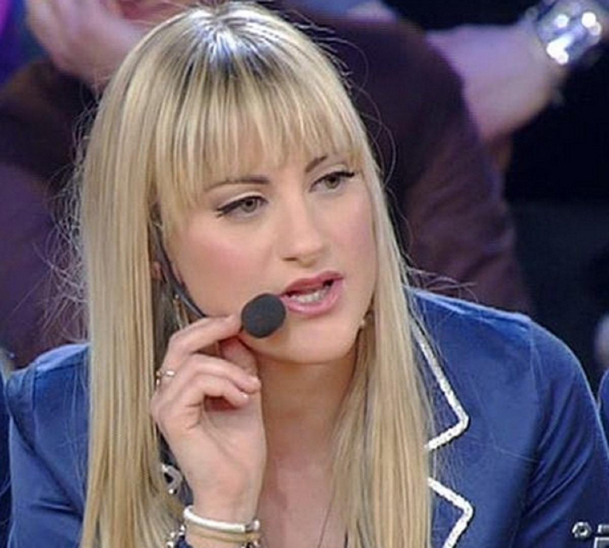 Martina Stavolo Amici ex allieva annuncio operazione