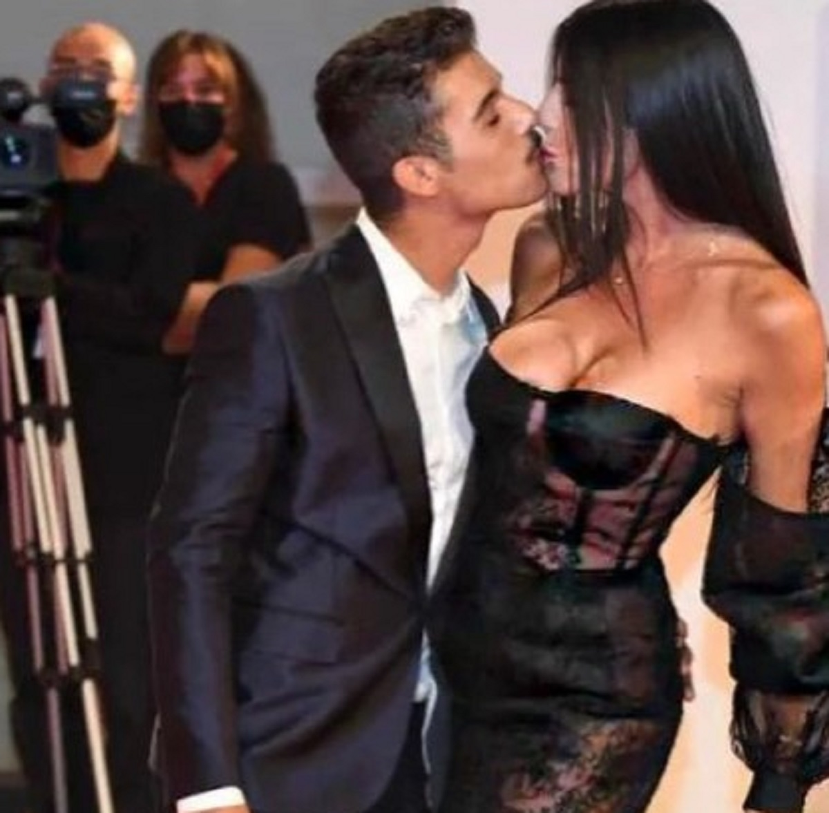 Barbara Francesca Ovieni Moreno Donadoni bacio red carpet Venezia