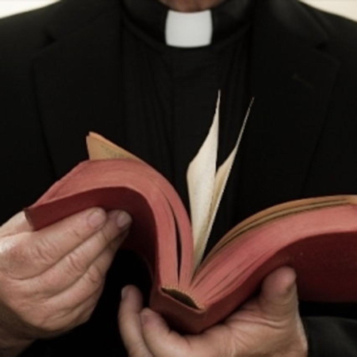 don francesco Spagnesi prete arrestato droga sieropositivo