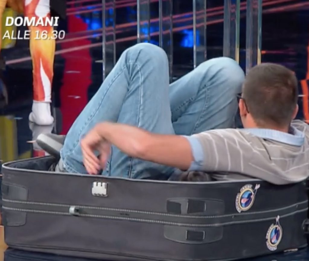 gerry scotti concorrente valigia muore