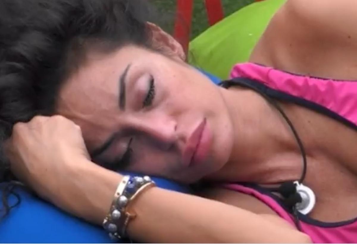 Raffaella Fico gf vip 6 in crisi abbandona