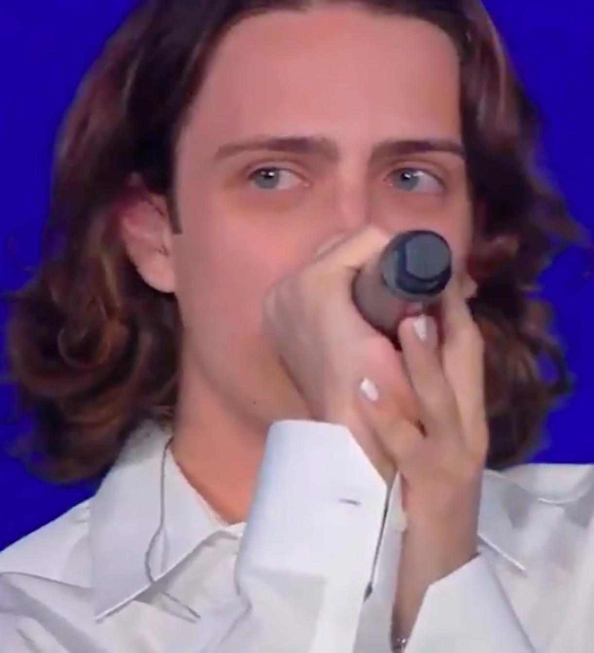 sangiovanni piange seat music awards