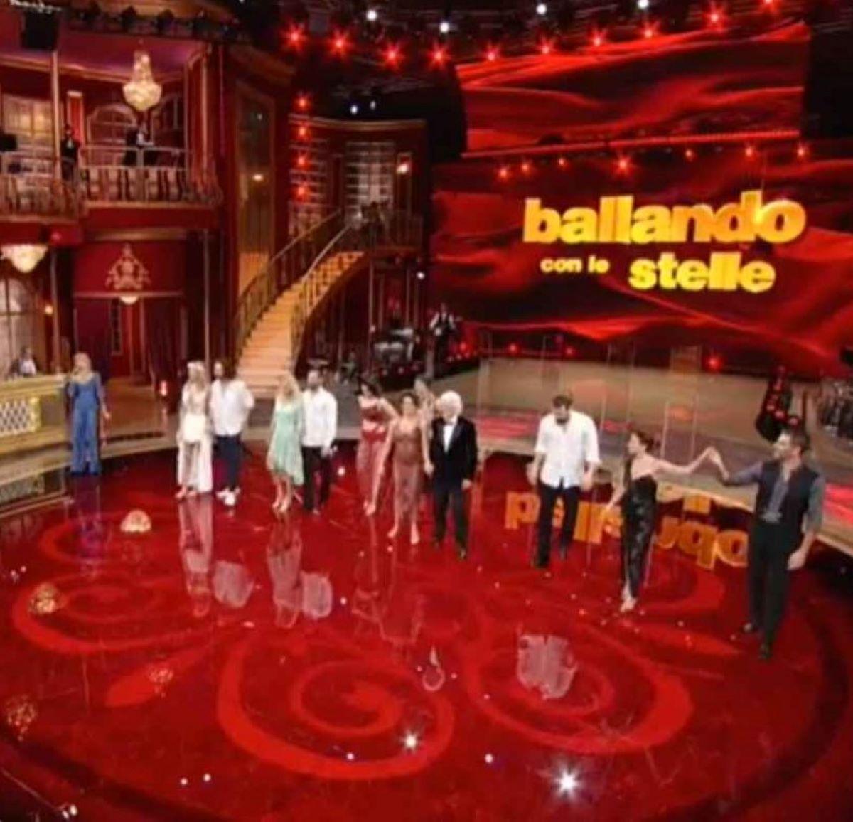 Ballando con le stelle Milly Carlucci Critiche Assenze Cast