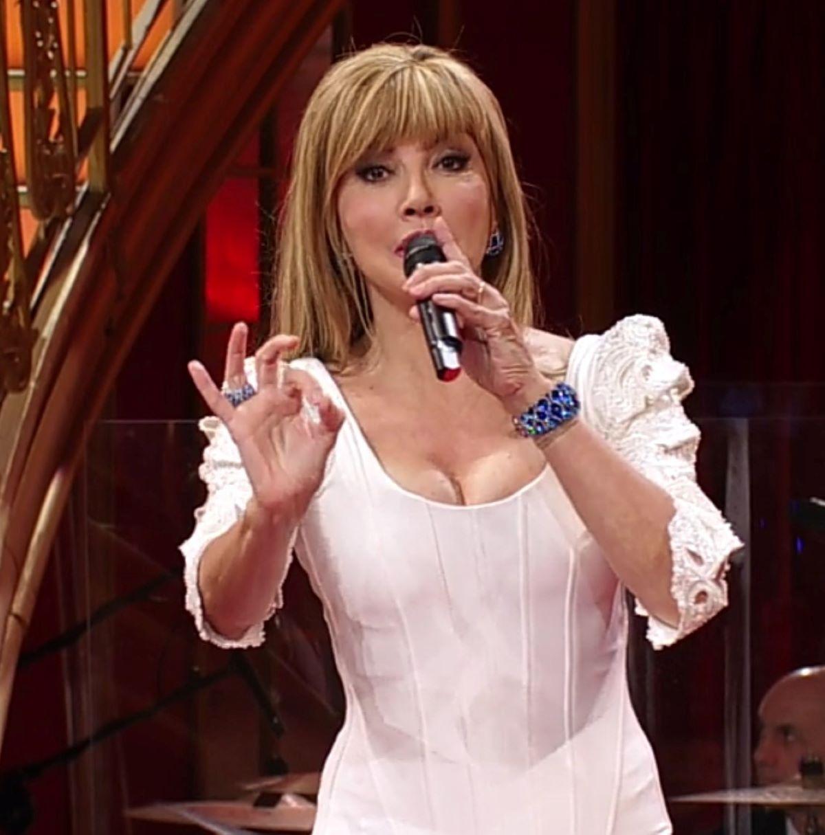 Milly Carlucci Ballando con le stelle Critiche Coppie Cast