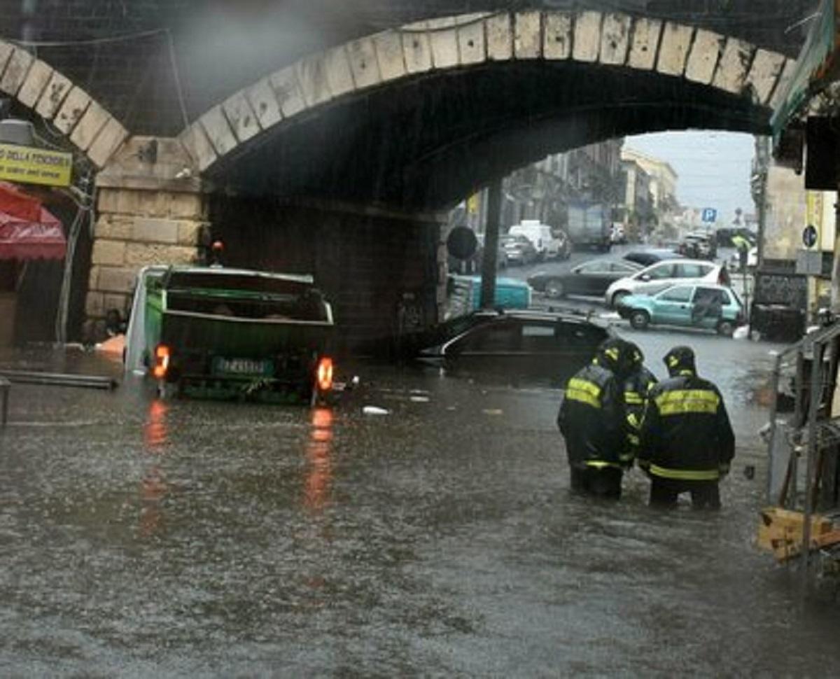 Maltempo Italia, scatta l'allerta uragano: le regioni a rischio Medicane. Le previsioni meteo