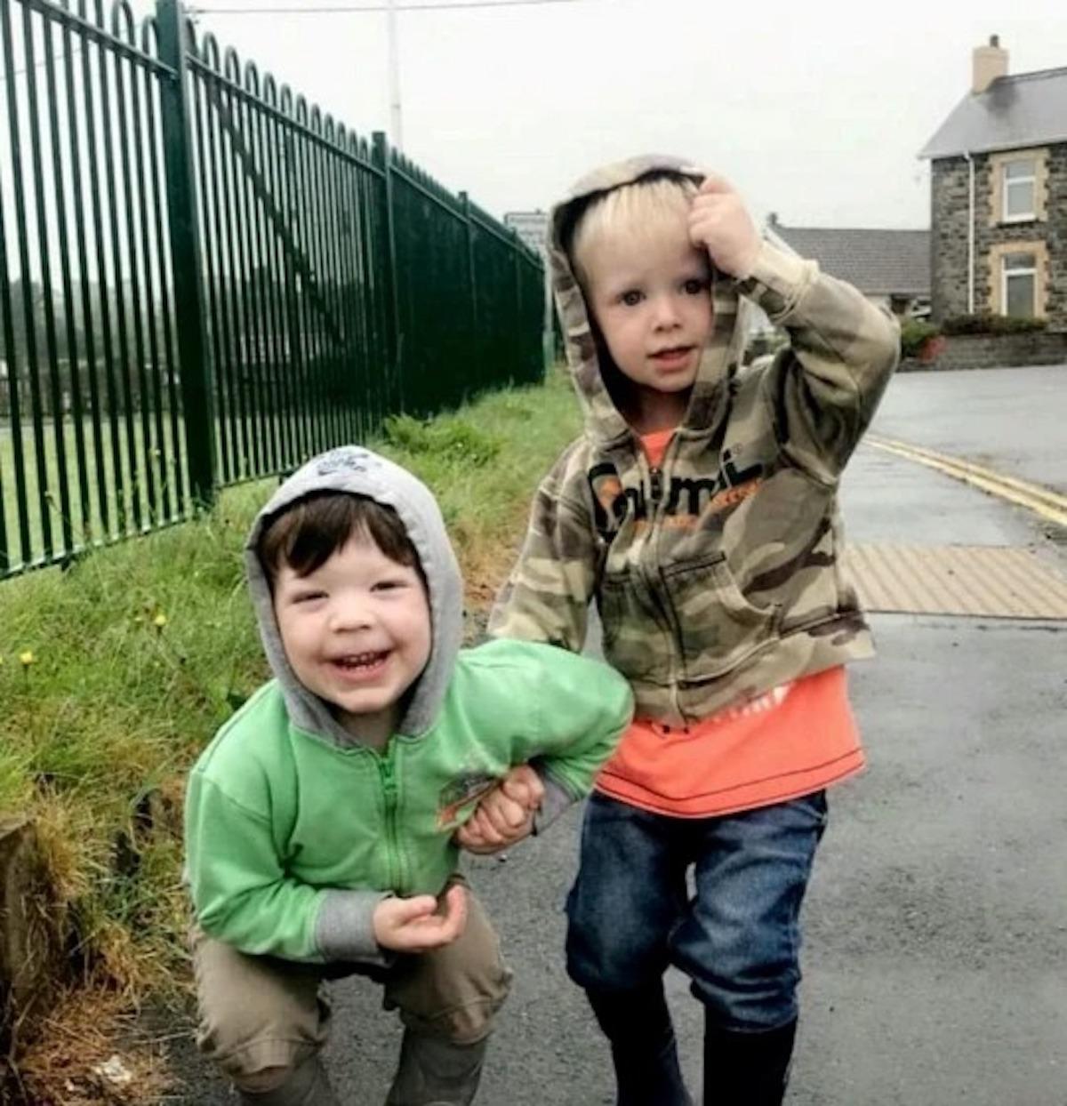 """Incendio in casa, bimbo muore a 3 anni. L'errore fatale del padre: """"Ero sicuro di averlo salvato"""""""