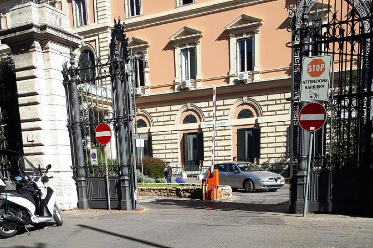 Roma assalto Umberto I no green pass 4 feriti