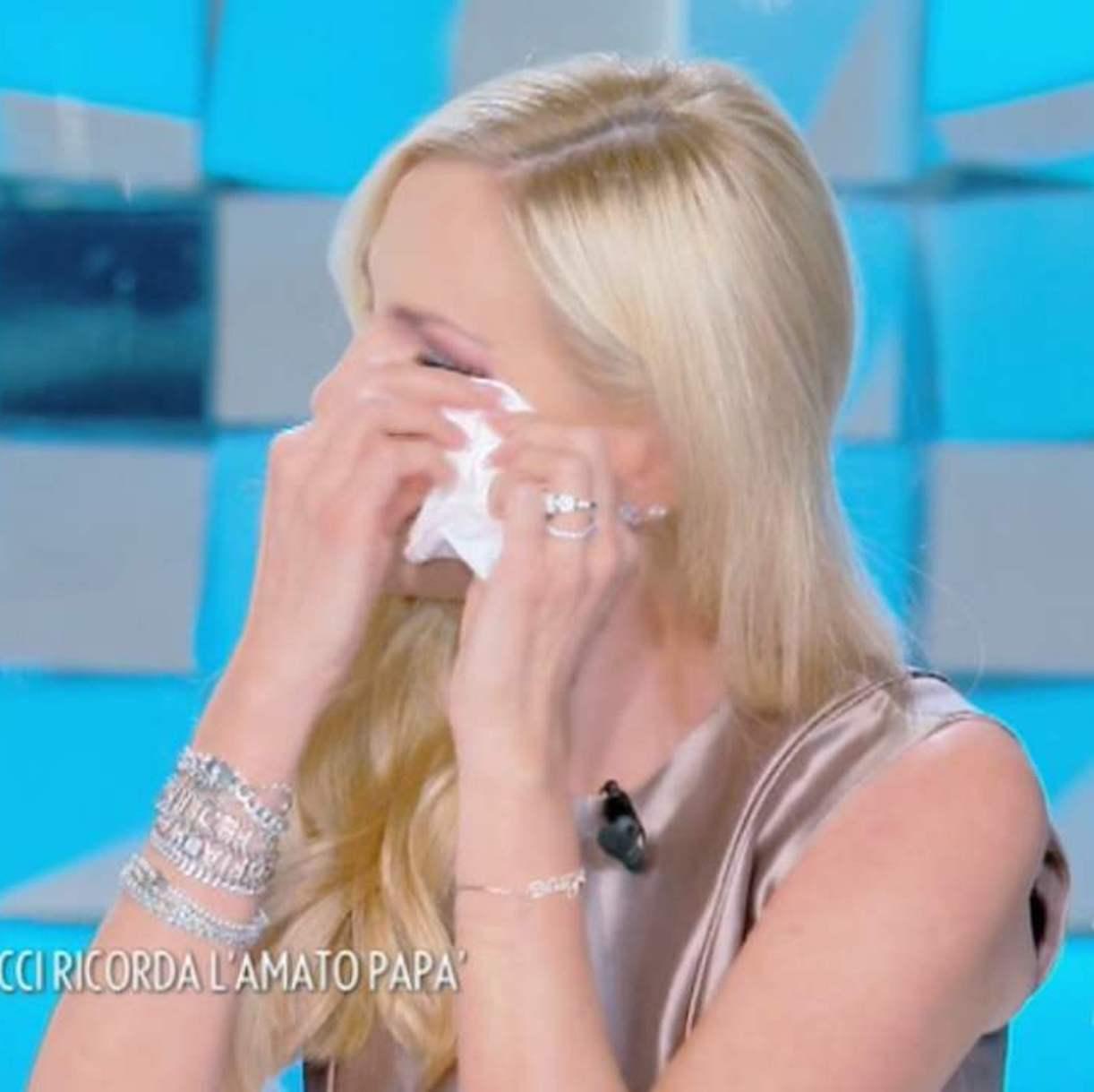Federica Panicucci piange verissimo padre