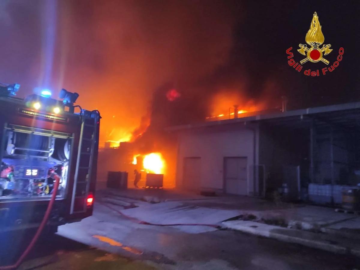 incendio ariola caserta