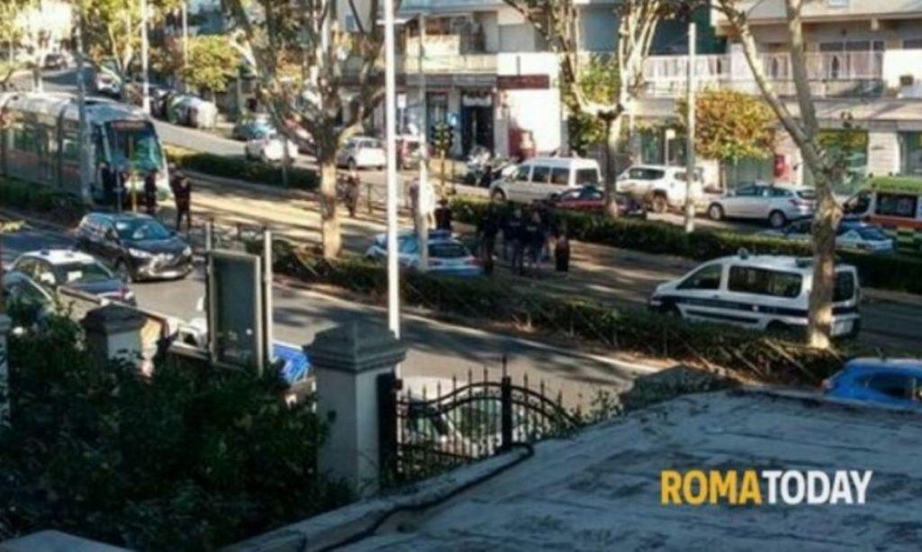 incidente roma circonvallazione gianicolense tra volante e tram