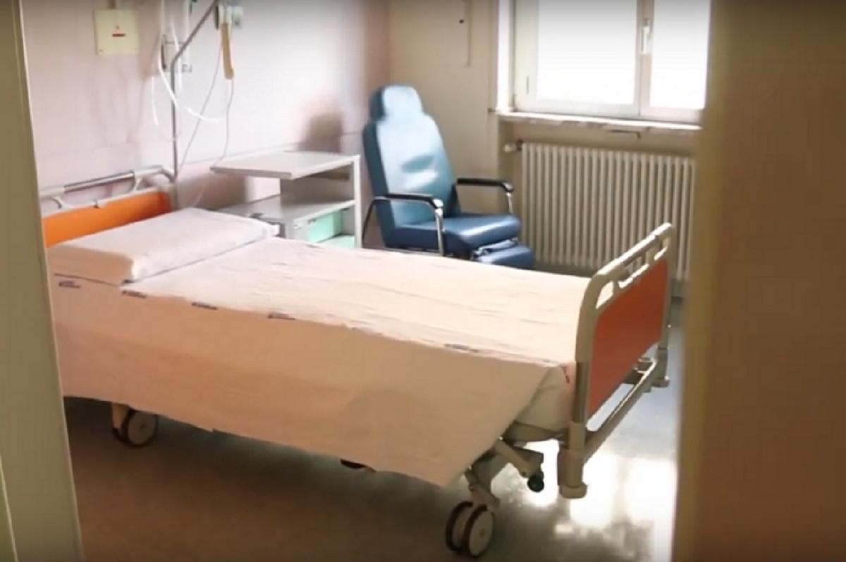 Mariolina Vargiu decesso 65 anni intervento seno palpebre coma indagine medici