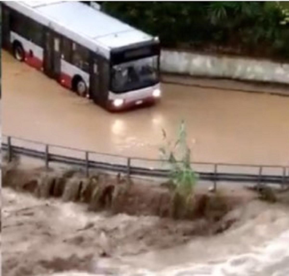 Maltempo Liguria esondazione torrenti crollo ponte strade chiuse