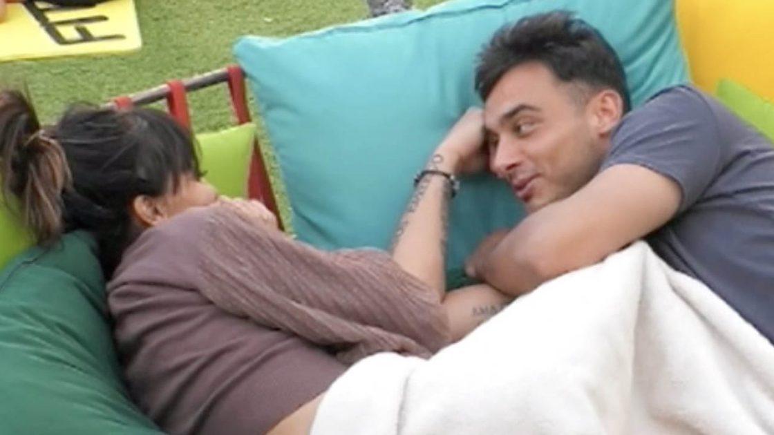 Miriana Trevisan nicola pisu dorme a terra gf vip