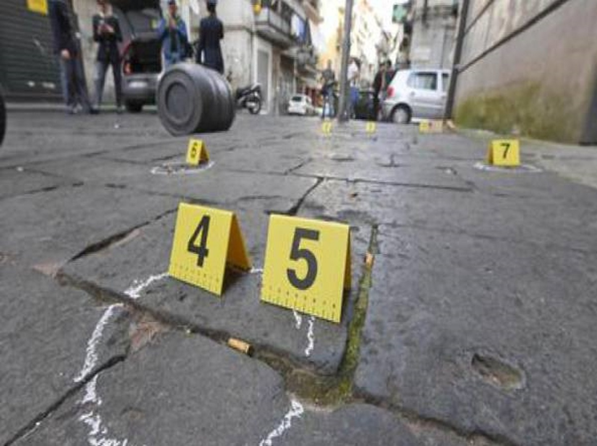 Napoli Giuseppe Fiorillo 19 anni morto colpi pistola