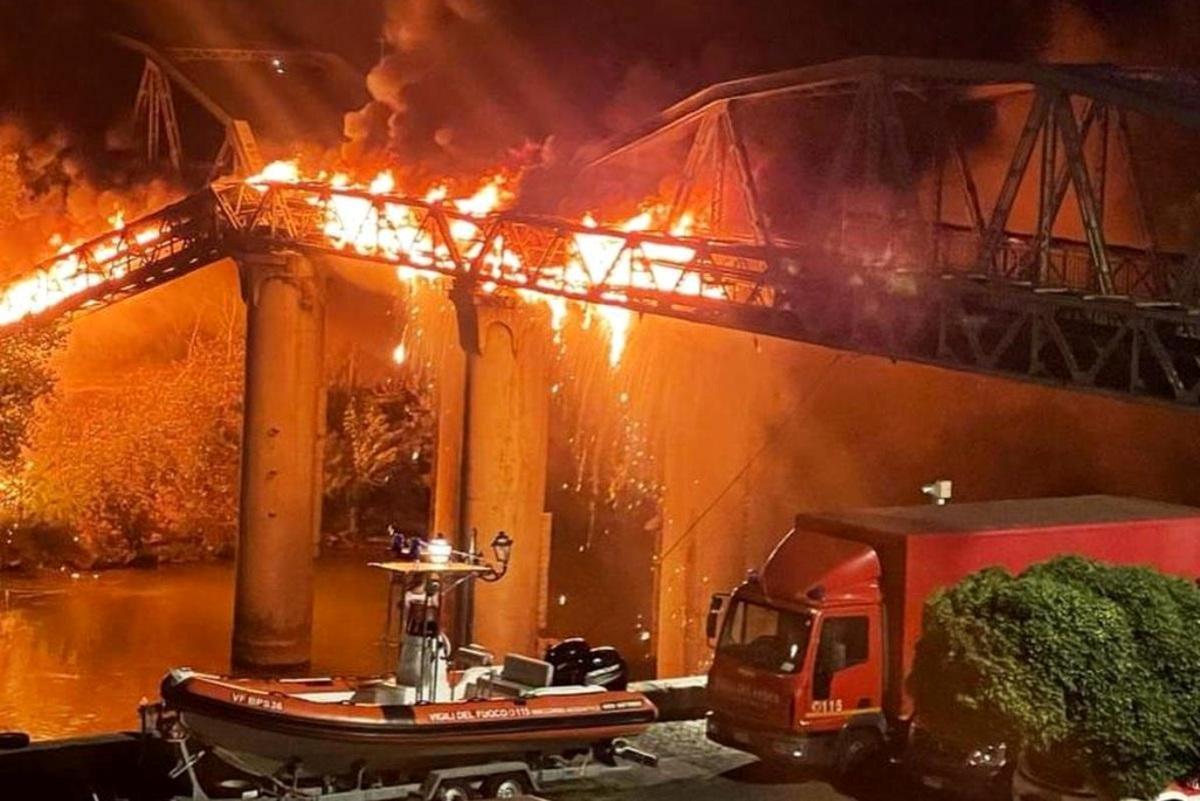 Incendio nel quartiere di Fontespina, un