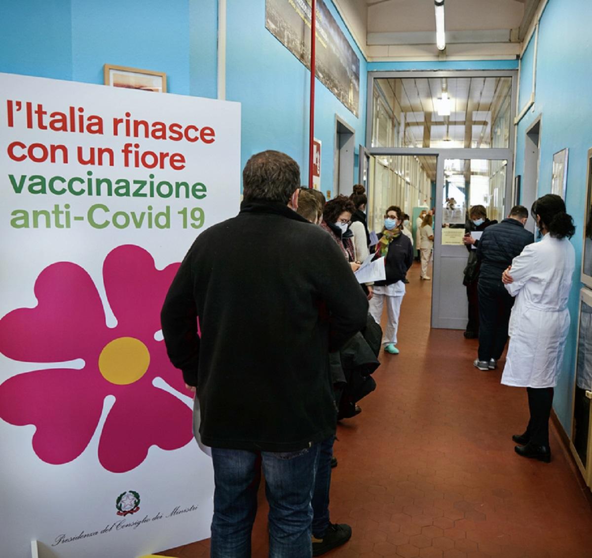 Mario Draghi campagna vaccinazione previsione fine pandemia